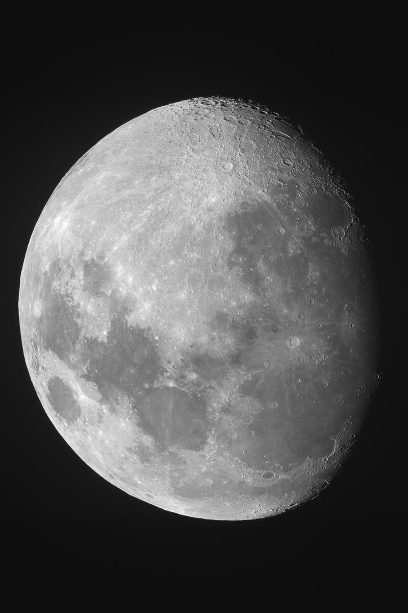 Moon1200pix_mid